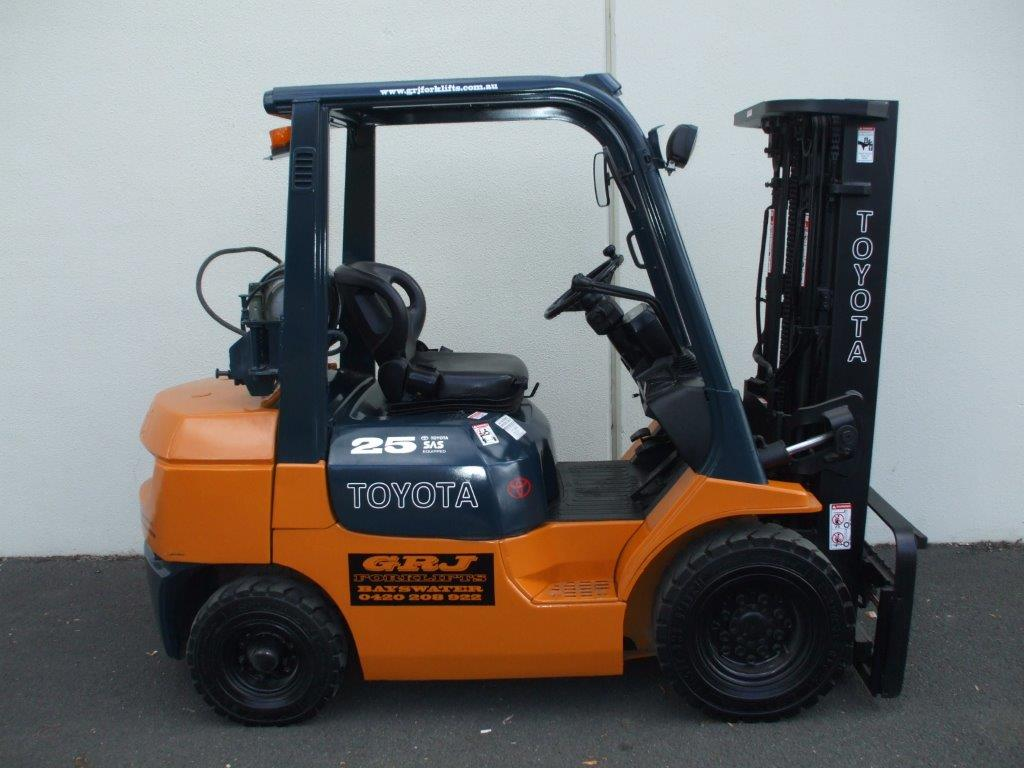 Toyota 2.5 Tonne Yard Truck, Free Lift Container Mast
