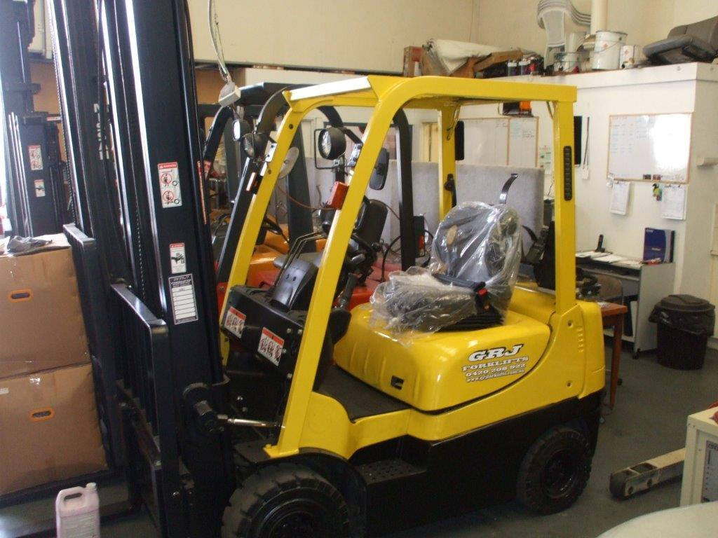 Late model Hyster machine for warehouse work