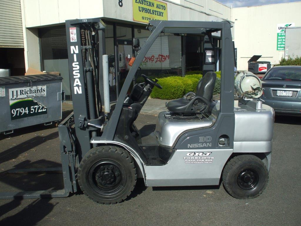 Nissan late model yard truck forklift for hire Melbourne