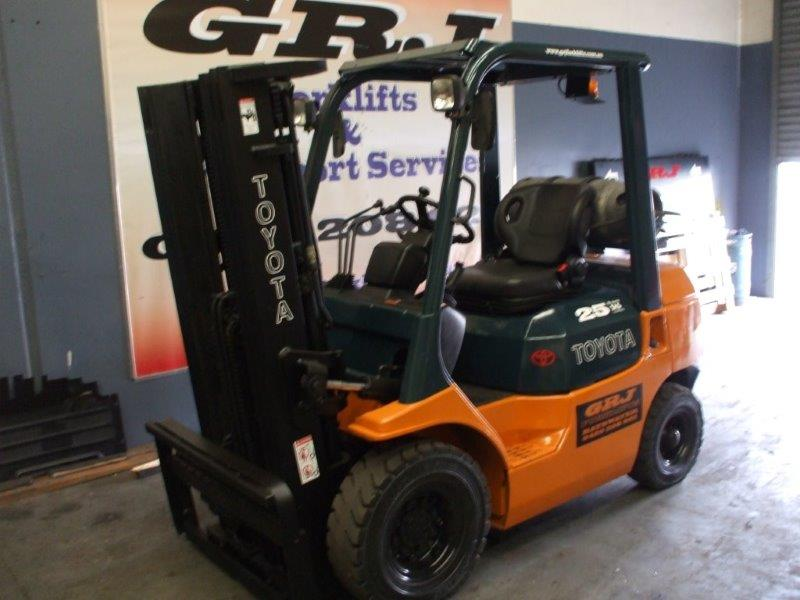 Used Forklift for Sale- Toyota 4.3 meter lift, full free lift with 3 stage mast