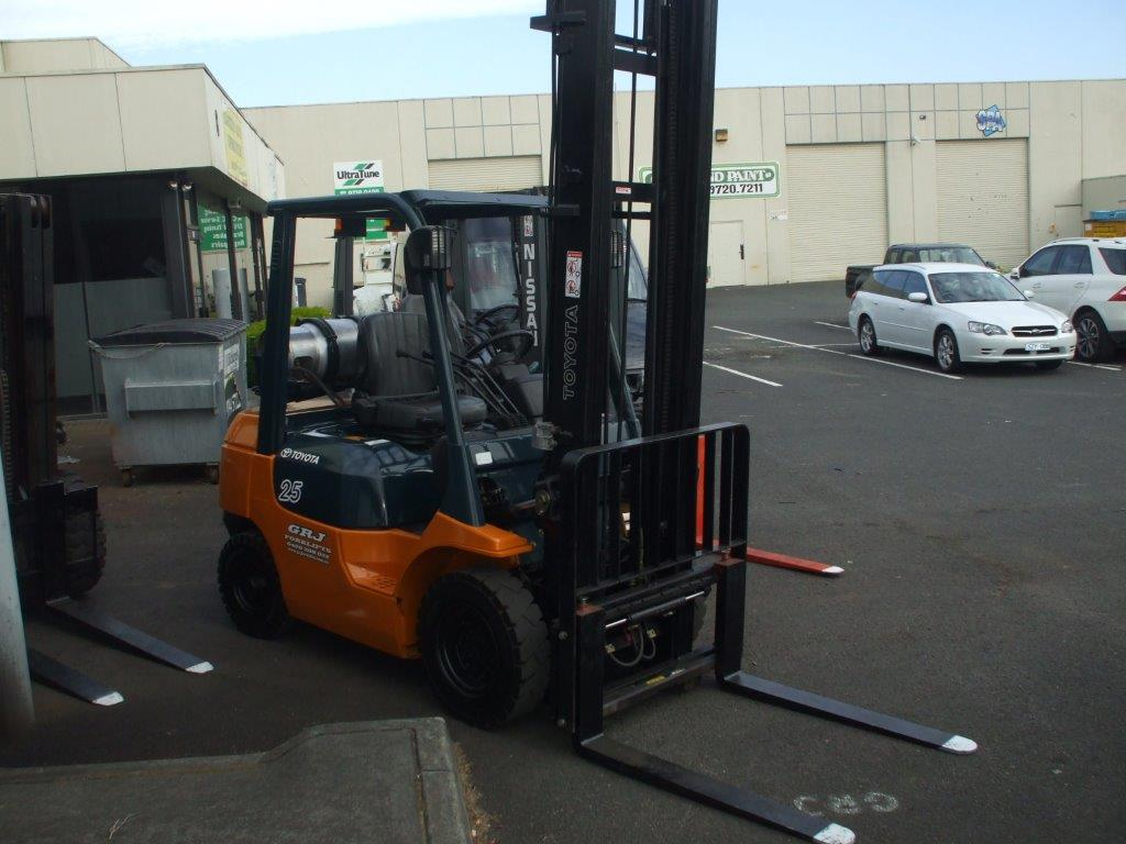 hire 2.5 tonne factory warehouse toyota forklift, Melbourne
